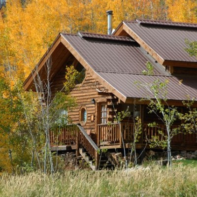 Outdoor view of Farwell cabin at Vista Verde Guest Ranch.