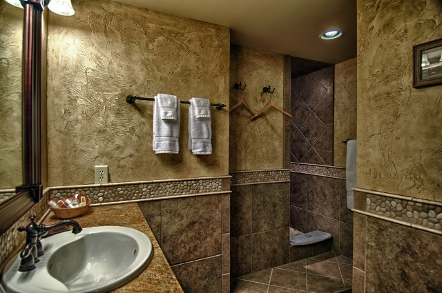 Master bath in Zirkel cabin at Vista Verde Guest Ranch, a luxury ranch located north of Steamboat Springs Colorado